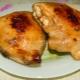 Как вкусно потушить куриные бедра?