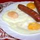 Рецепты приготовления яичницы с сосисками