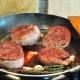Секреты приготовления стейков из голени индейки