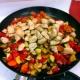Куриная грудка с овощами на сковороде: рецепты и секреты поваров