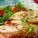 Способы приготовления куриных грудок с сыром и помидорами