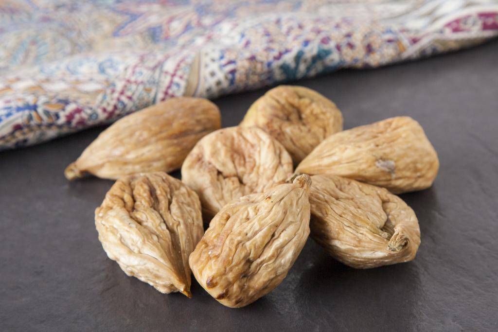 Чем полезен инжир сушеный для женщин