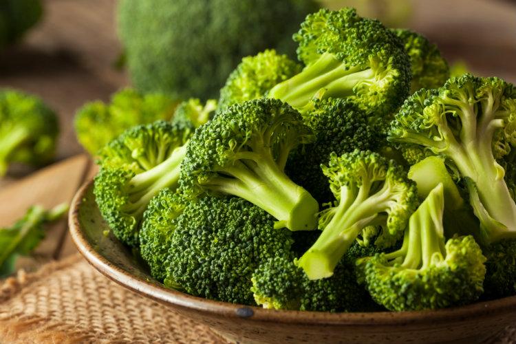 Как варить брокколи. Рецепт вареной капусты брокколи. Сколько варить брокколи по минутам. Что готовить с брокколи.