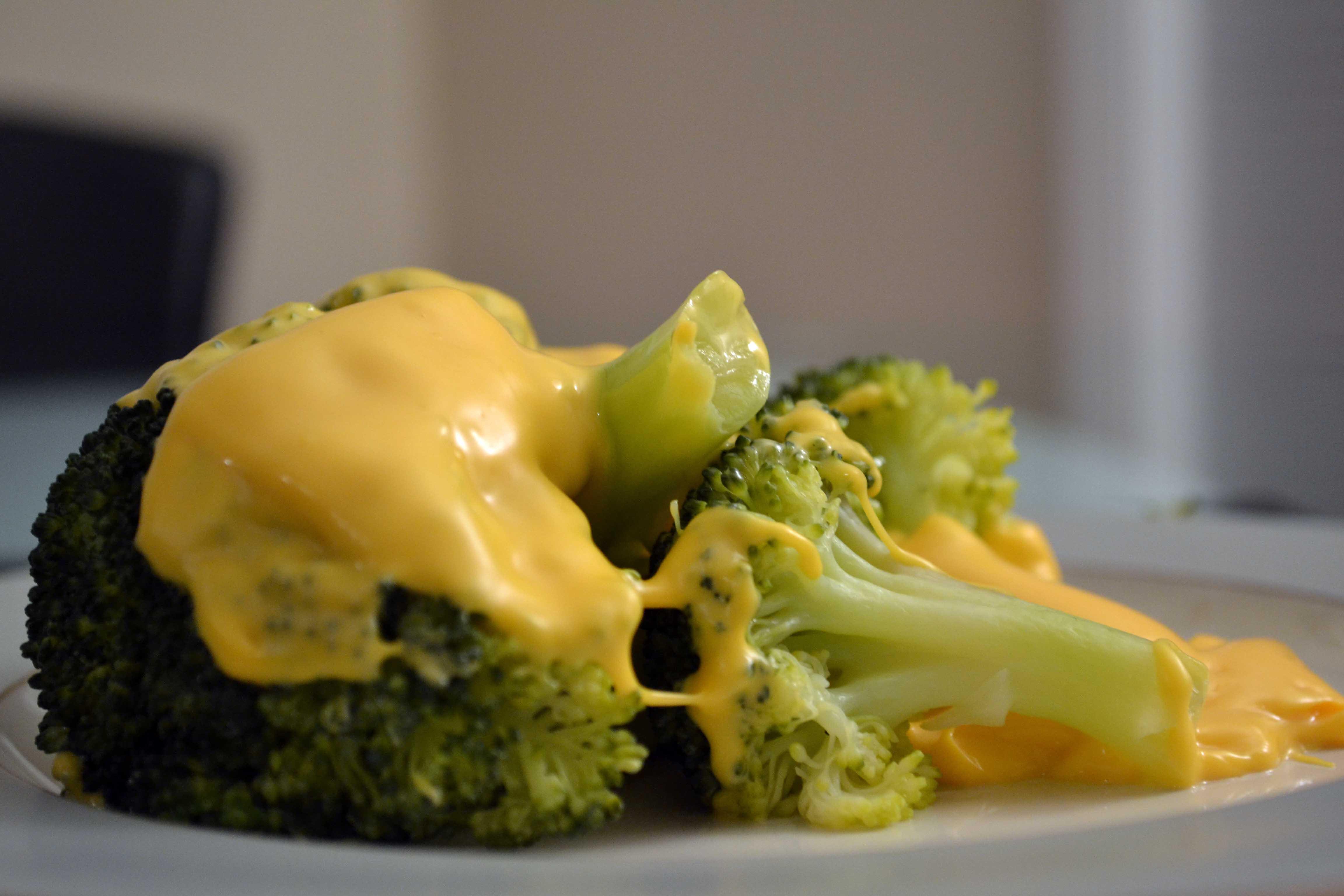 Брокколи на пару под лимонным соусом