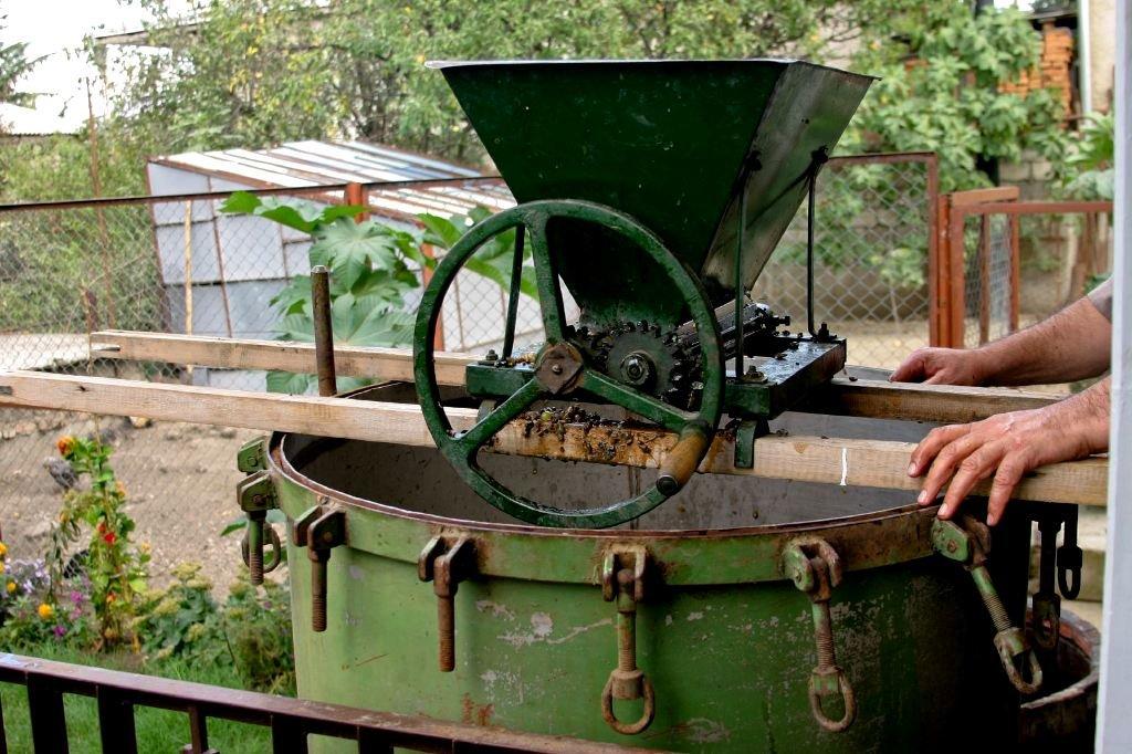 Как самостоятельно сделать дробилку для винограда