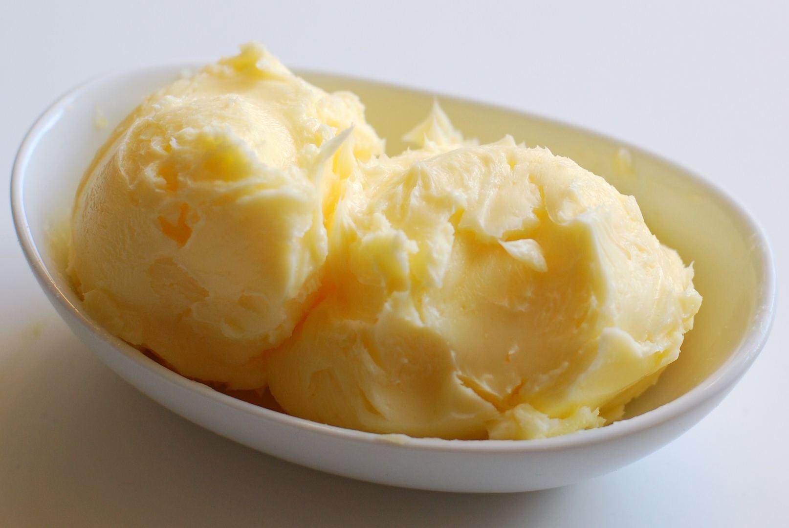 Изготовление масла из коровьего молока в домашних условиях