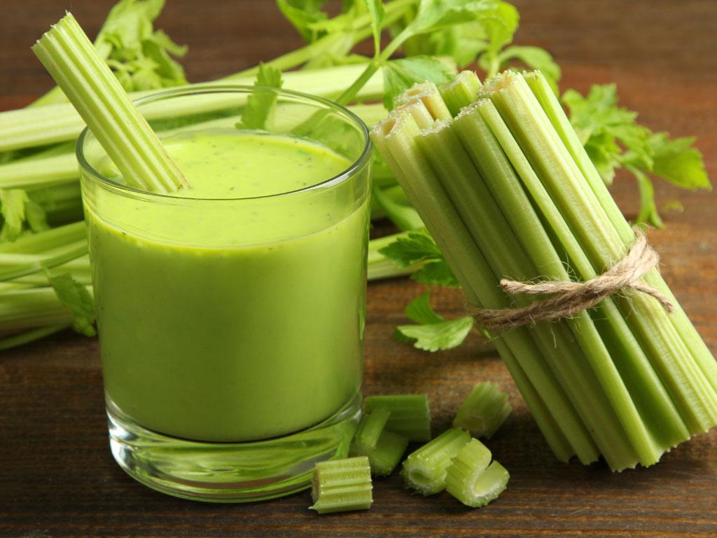 Сок сельдерея. Польза и свойства сельдерея. Сок сельдерея для похудения: как пить. Противопоказания и как сделать сок сельдерея