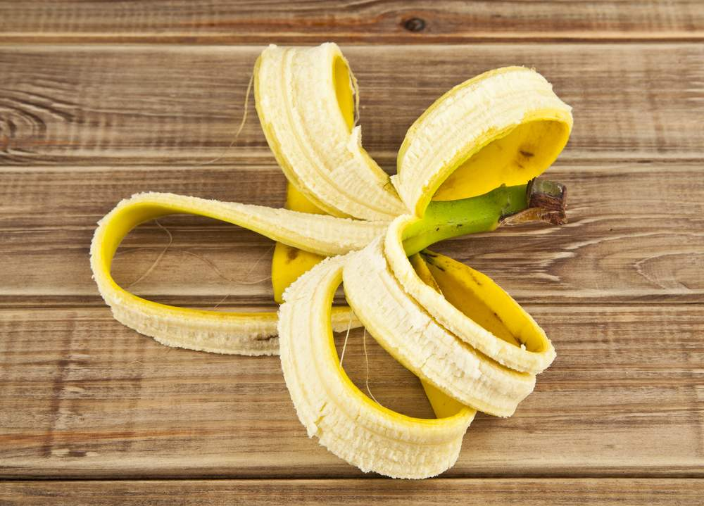 удобряем цветы банановой кожурой