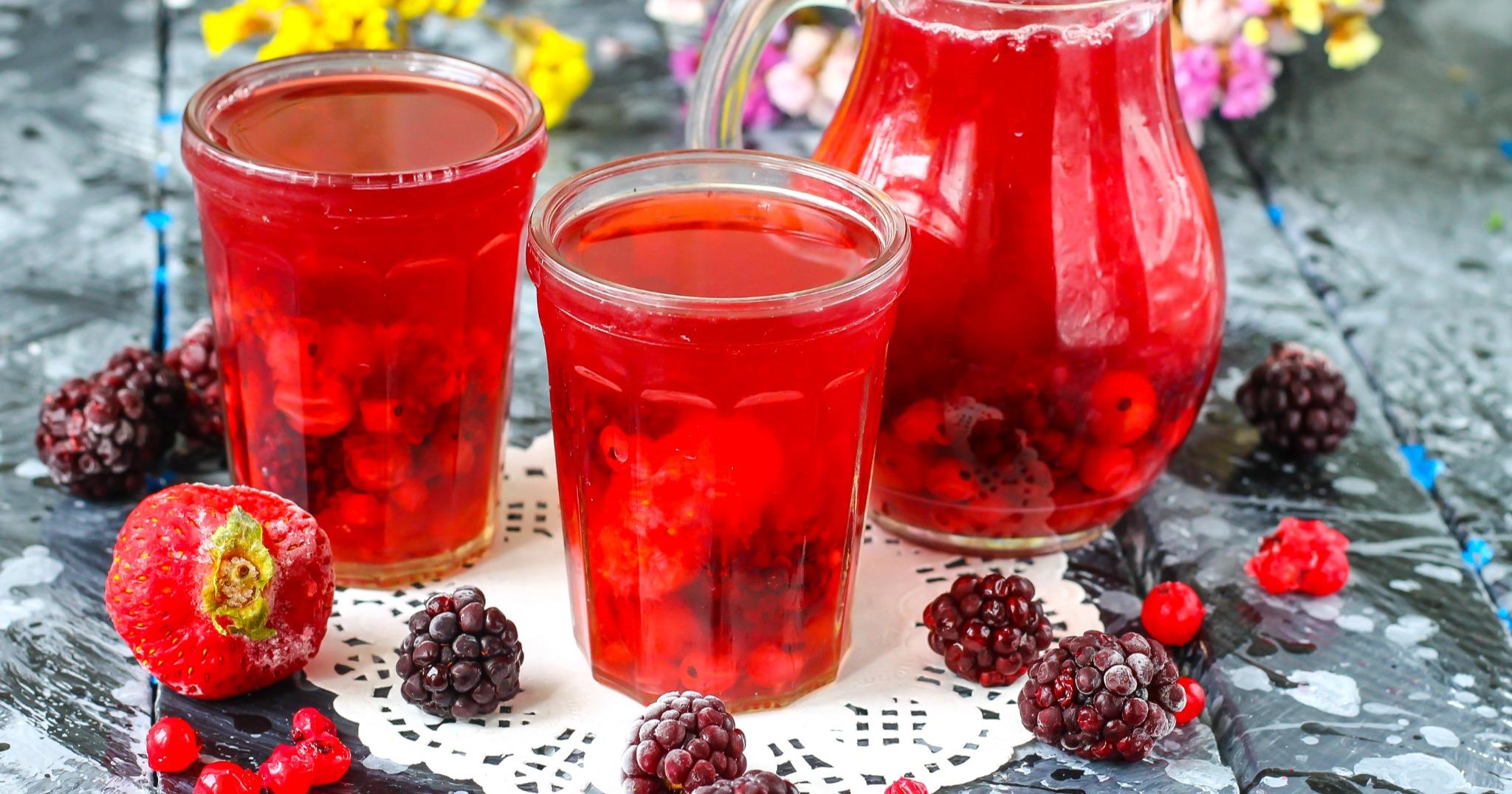 Узвар из свежих ягод и фруктов