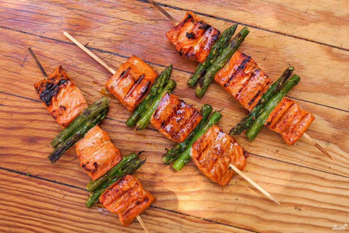 Шашлык из сазана (10 фото): рецепт приготовления блюда на углях, мангале и костре. Как запечь рыбу в фольге{q}