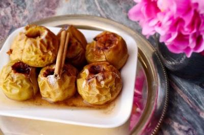 Яблоки с корицей и медом, запеченные в духовке