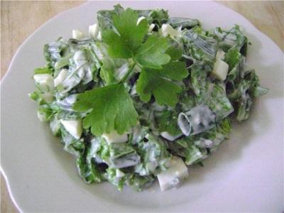 Салат с гравилатом и зеленью