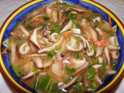 суп из морепродуктов и лемонграсса