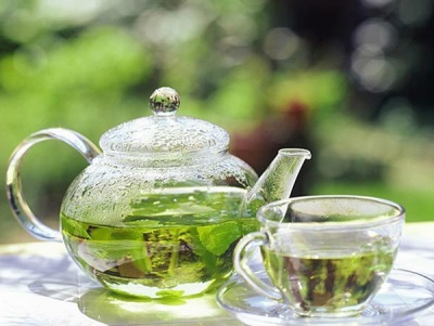 Горячий мятный чай
