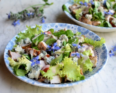 Салат с огуречной травой бораго