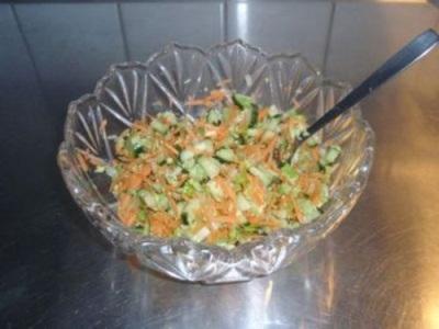 Салат с сельдереем, морковью, огурцом и яйцом