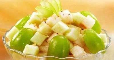 Сельдерей с фруктами, как салат