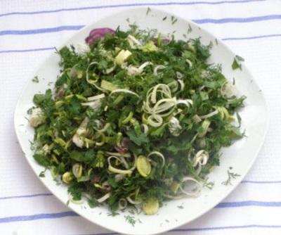 Салат с мокрицей и огородной зеленью