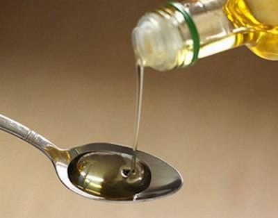 Арахисовое масло используют наружно добавляя его к различным средствам