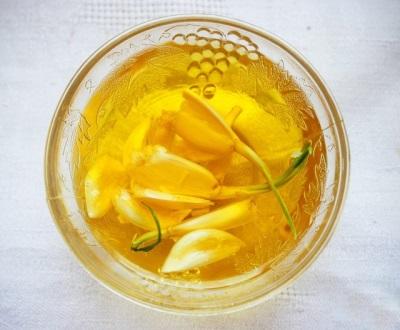 Чеснок в сочетание с маслом имеет множество показаний полезных для оздоровления