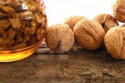 Мед с грецкими орехами благотворно влияют на весь организм в целом