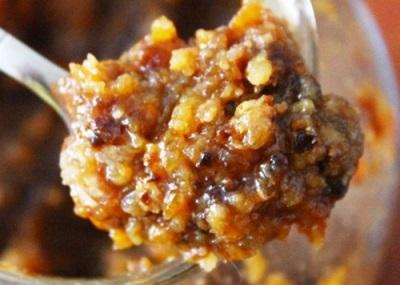 Смесь грецких орехов с медом и сухофруктами очень полезна для организма и является хорошей профилактикой некоторых заболеваний