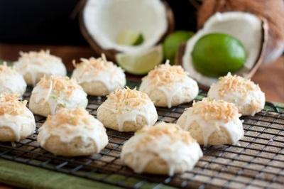 Печенье безе с кокосовой стружкой