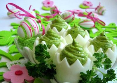 Фаршированные яйца с кресс-салатом