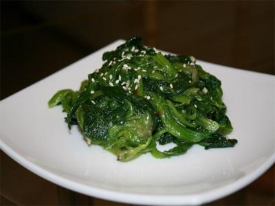 Салат со шпинатом и кунжутом