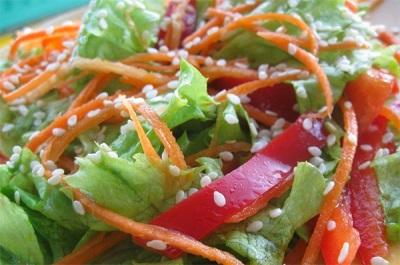 Салат с кунжутными семенами и маслом кунжута
