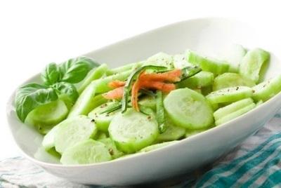 Салат с огурцами и кунжутным маслом
