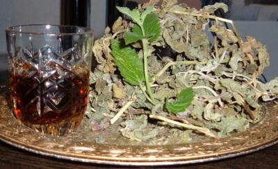 Смесь трав с листьями черного ореха