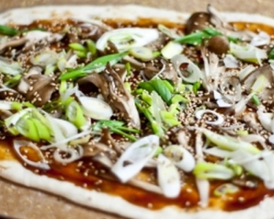 Приготовление пиццы с грибами мейтаке