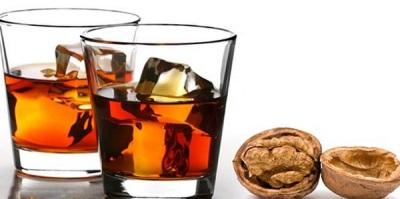 Спиртовая настойка из перегородок грецкого орехов