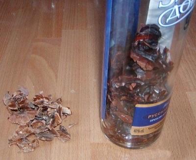 Приготовление настойки из перегородок грецких орехов на спирту