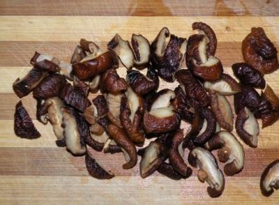Грибы шиитаки очень ценятся из-за своего богатого химического состава