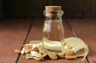 Миндальное масло имеет множество полезных для организма свойств