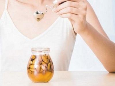 Миндальное масло имеет много ценных витаминов и минералов