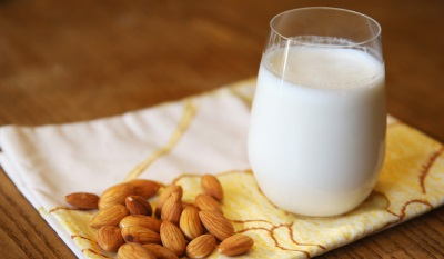 Миндальное молочко принимают в медицинских целях для лечения некоторых заболевания