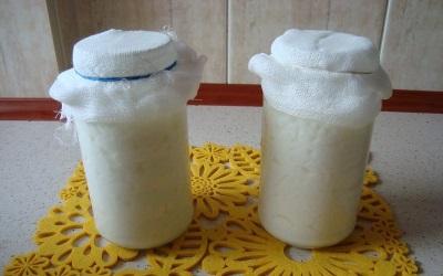 Процесс приготовления напитка из молочного гриба
