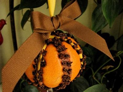 Новогодний декор из апельсин и гвоздики