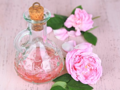 Масло, настоянное на лепестках розы