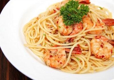 Спагетти с креветками и чили