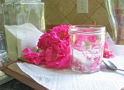 Холодное варенье из розовых лепестков