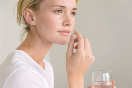 Чесночное масло (из чеснока): полезные свойства и вред, применение, в капсулах