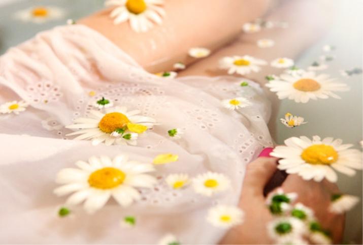Подмывание ромашкой при зуде в интимных местах 58