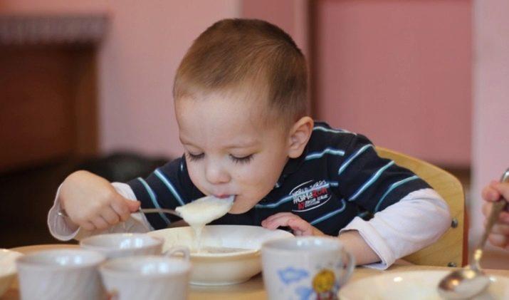 Калорийность манной каши на 100 грамм на молоке с сахаром, с маслом, на воде