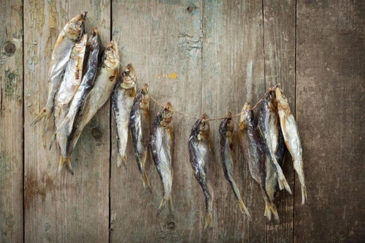 От шести месяцев до года, рыбу можно хранить следующими способами: 1.